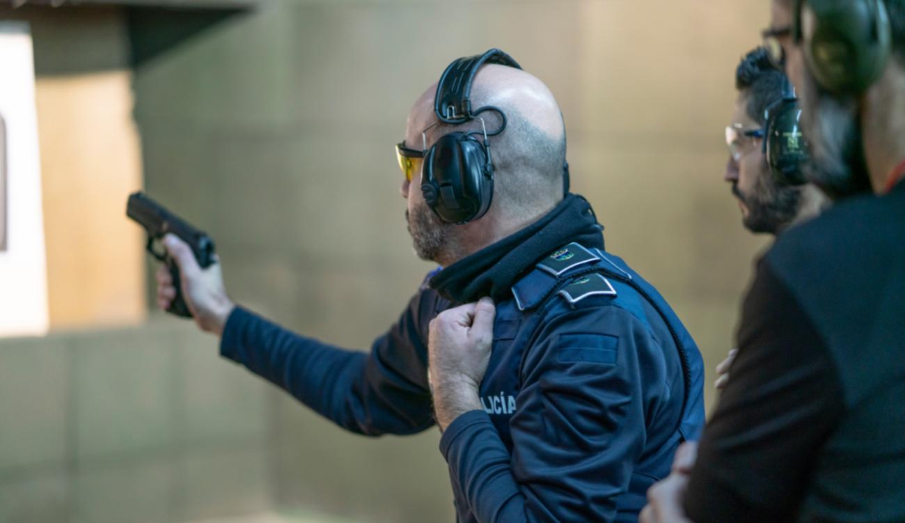 Funkcjonariusz na strzelnicy