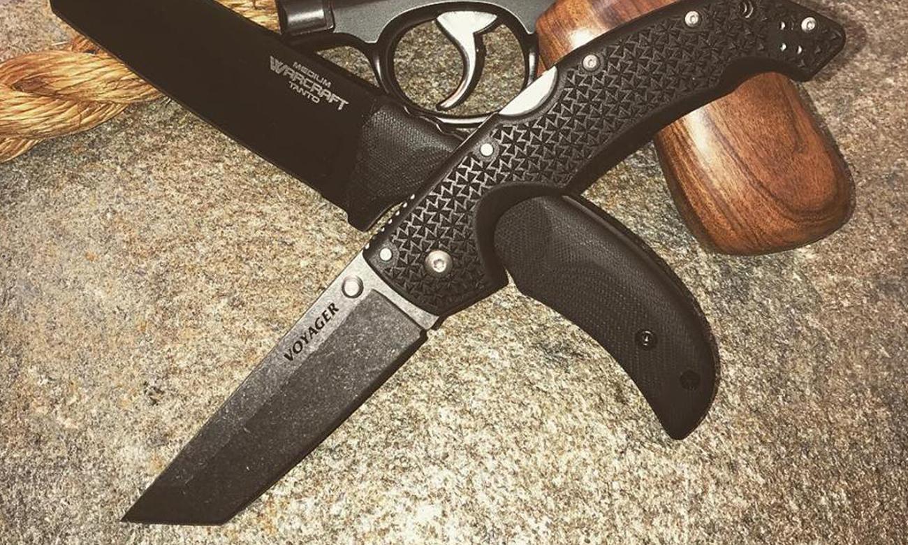 Dwa noże Cold Steel i rewolwer