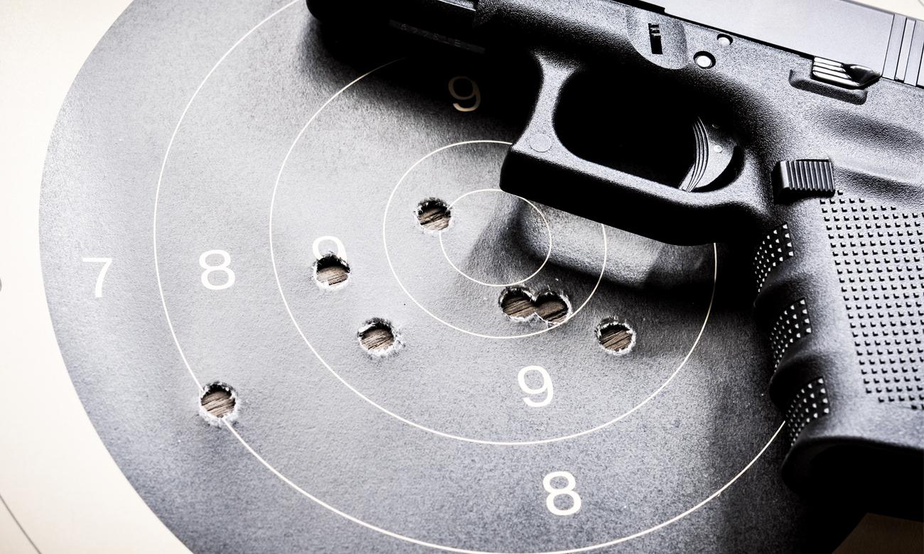 Pistolet z tarczami strzelniczymi