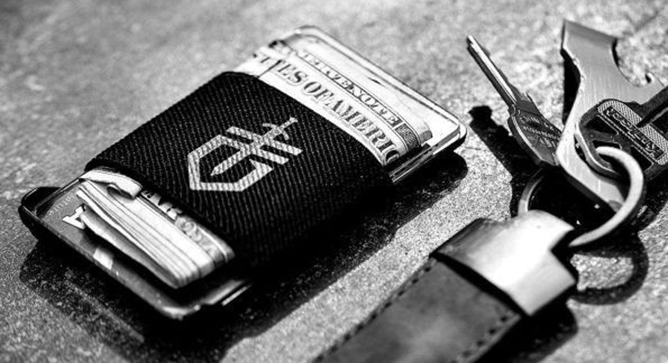 Portfel Gerber Wallet Gift oraz klucze na blacie