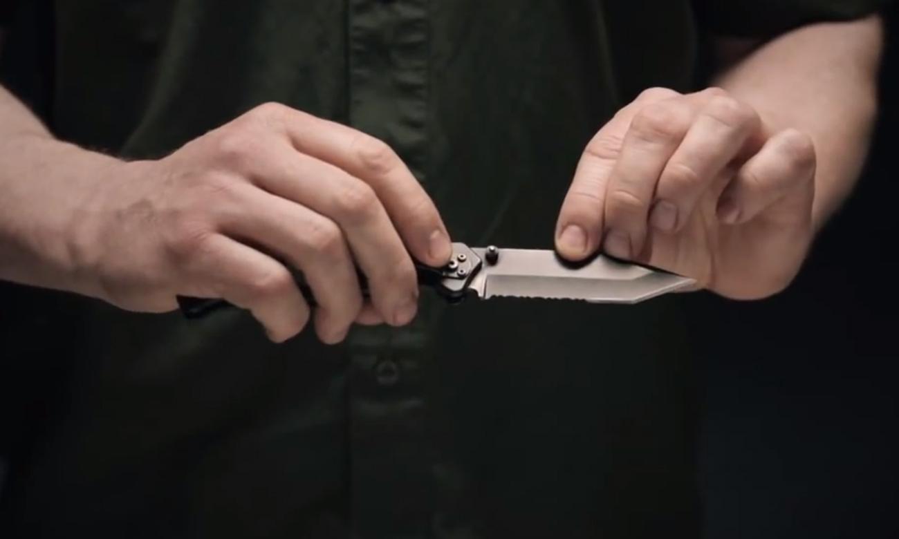Nóż składany Gerber Gear Paraframe II - Tanto w dłoniach