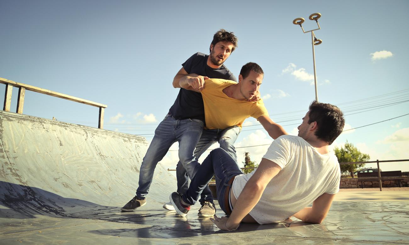 Bójka w skateparku