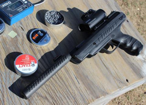 Pistolet Trevox wyposażony w dodatkowe akcesoria opcjonalne