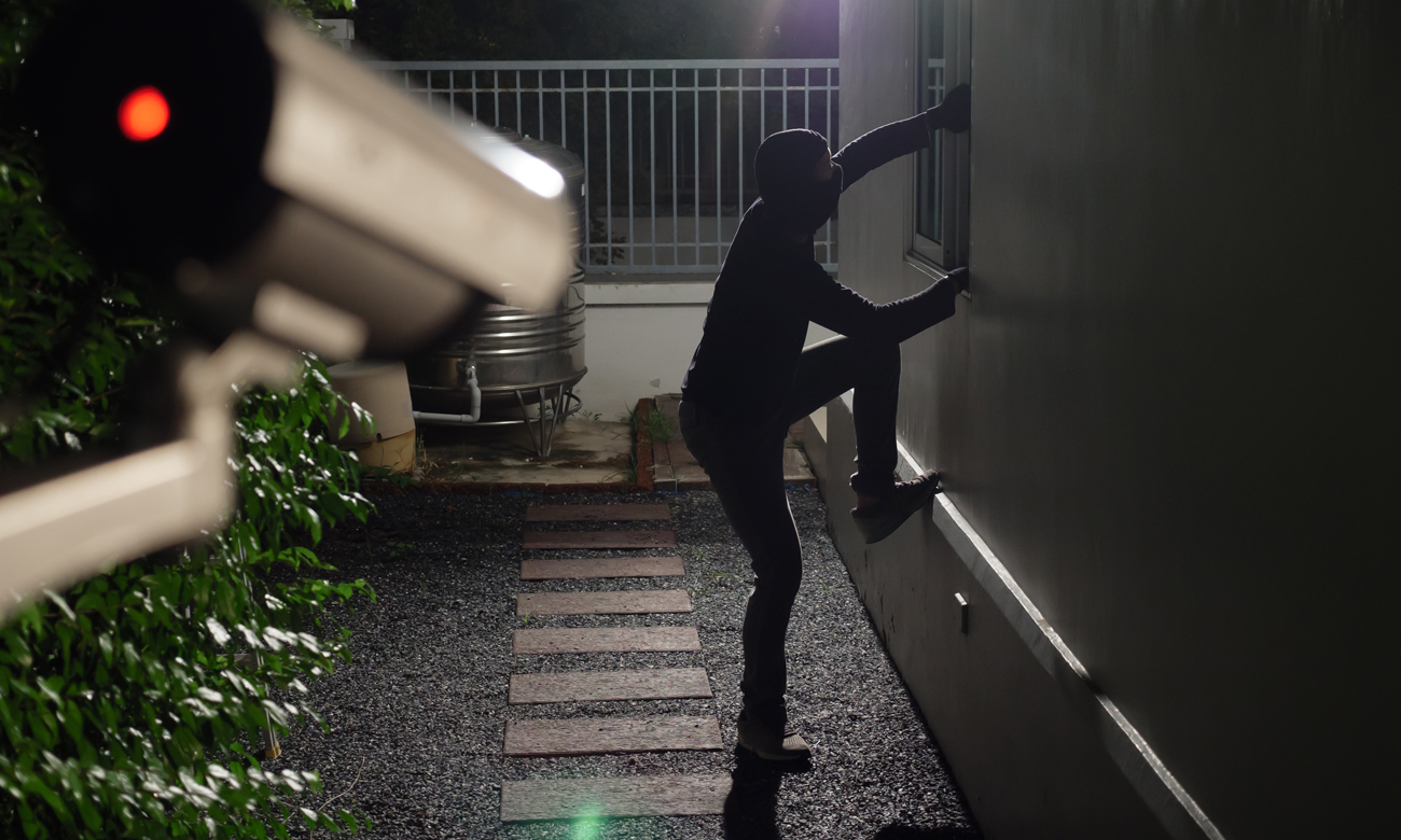 Włamywacz w czasie włamania do domu