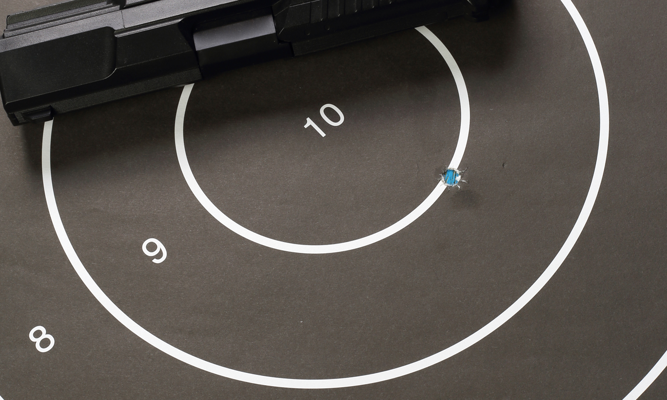Strzelanie z pistoletu ASG do tarczy