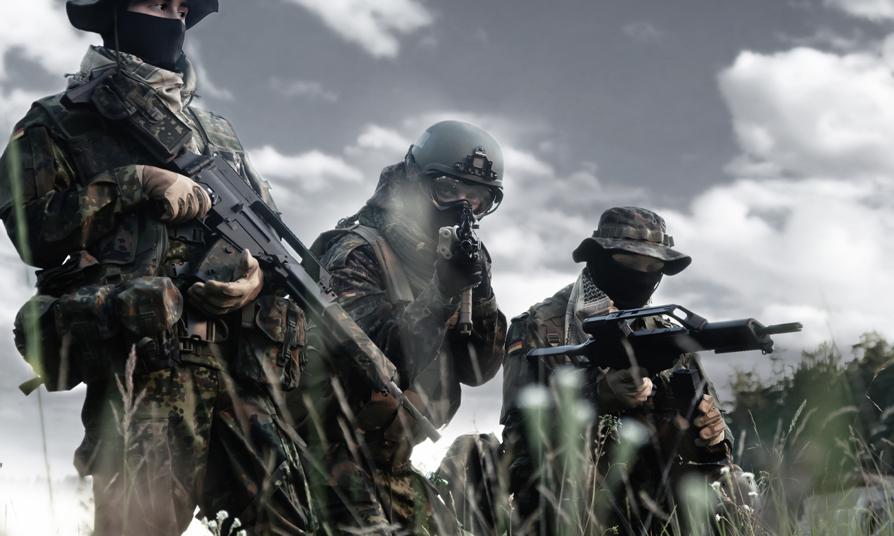 Żołnierze w zaroślach