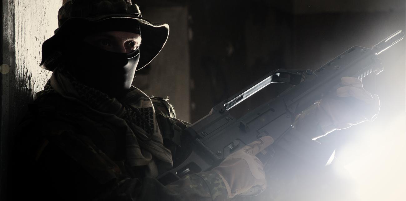 Karabinek G36 i żołnierz