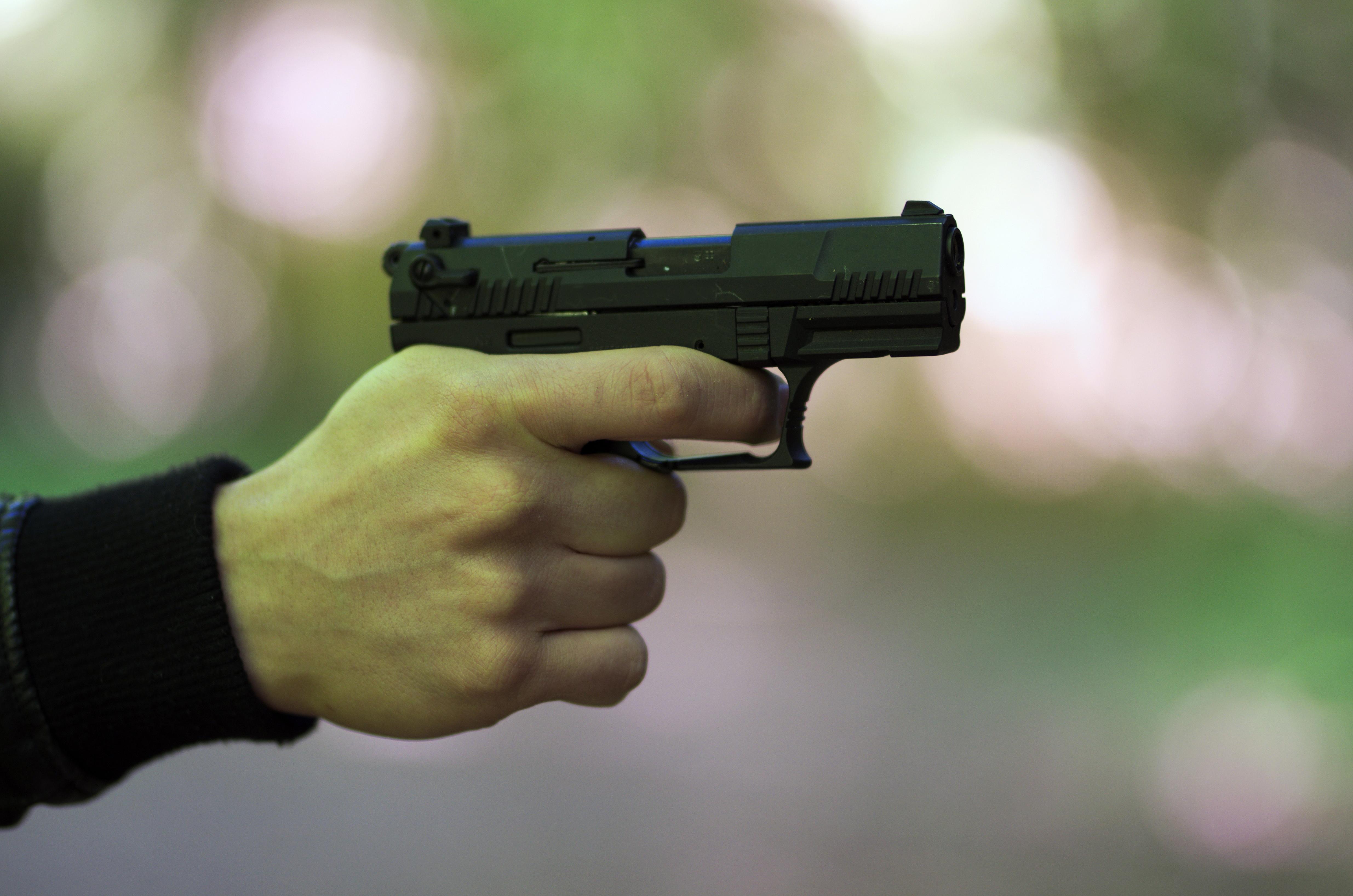 Pistolet ASG P22Q w dłoni strzelca
