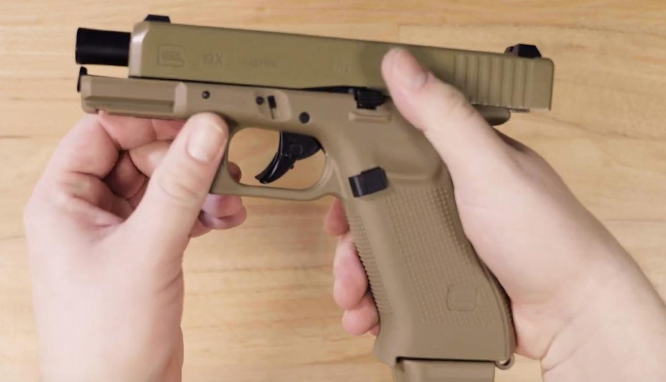 Lifestyle z pistoletem Glock 19X kal. 6 mm BB