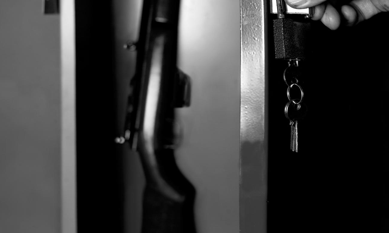 Szafa chroniąca broń zamykana na klucz