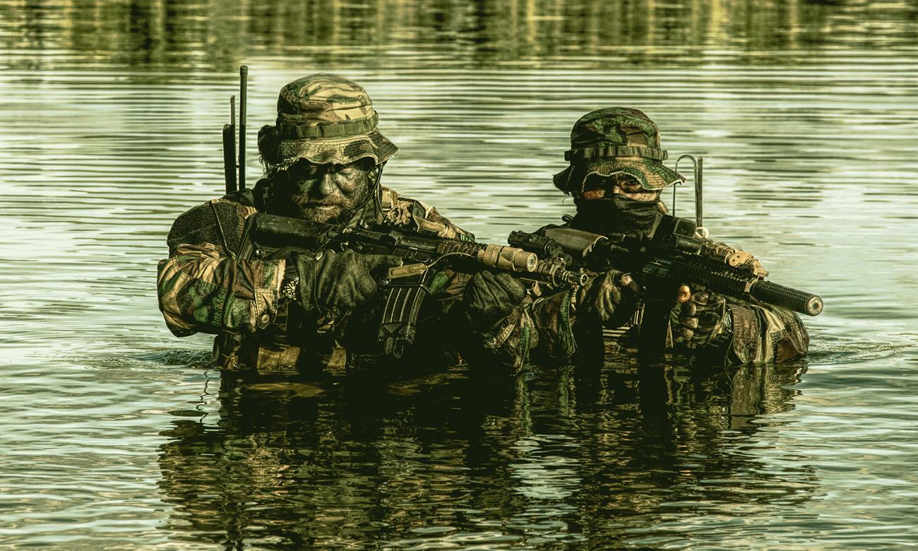 Żołnierze w wodzie