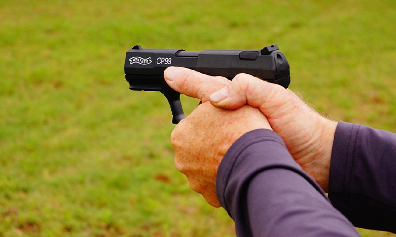 Strzelanie z wiatrówki Walther CP99