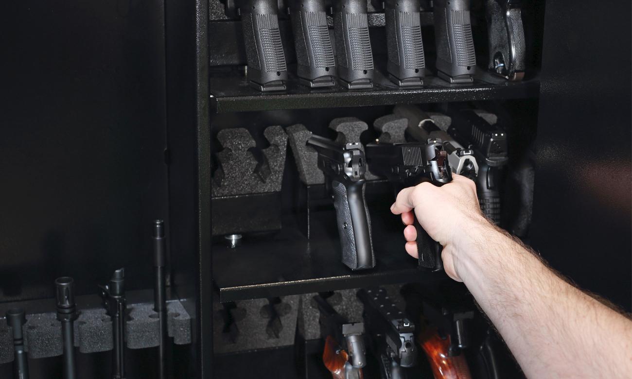 Wiatrówki w szafie na broń