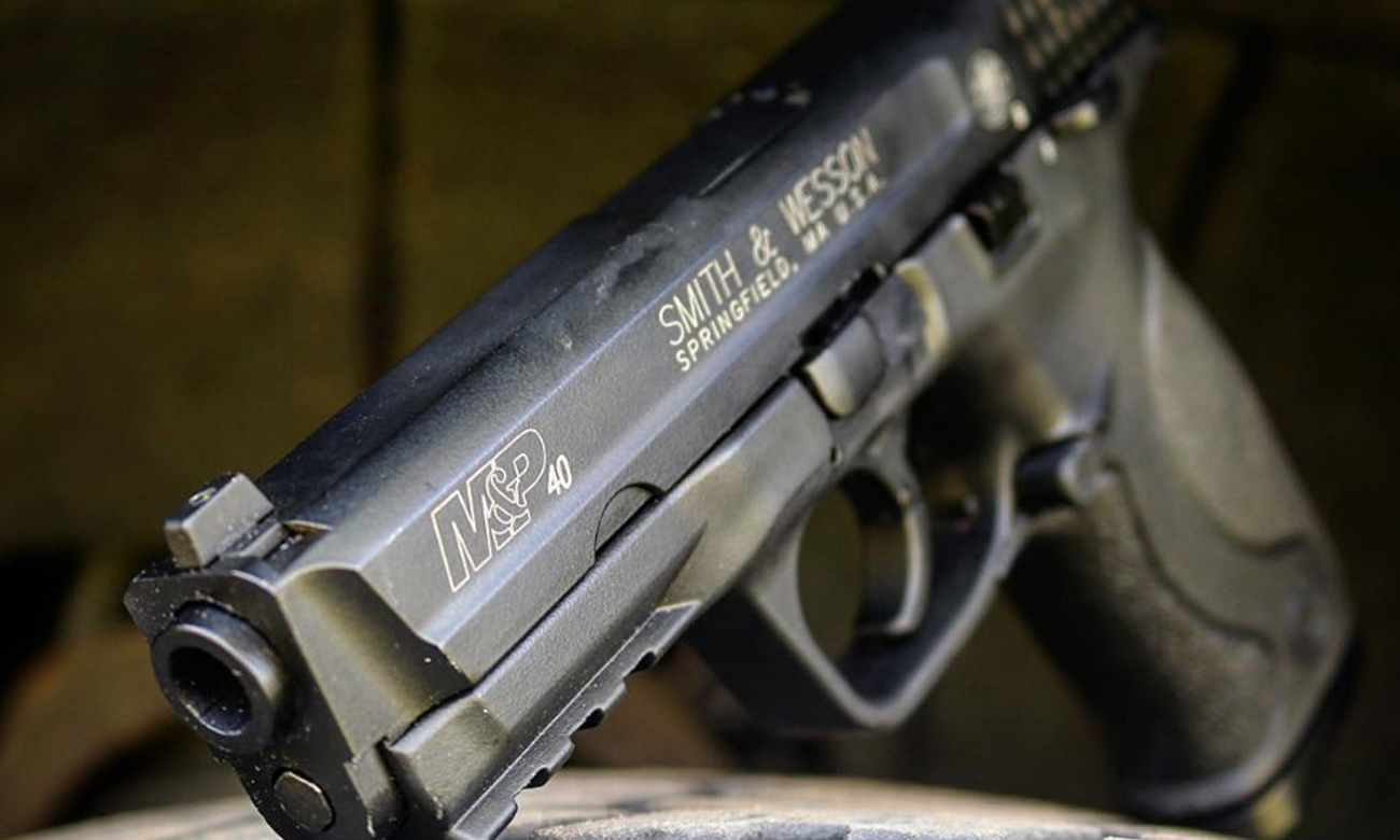 Pistolet Smith & Wesson M&P 40 TS na strzelnicy