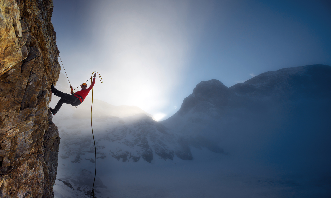 Wspinacz w górach