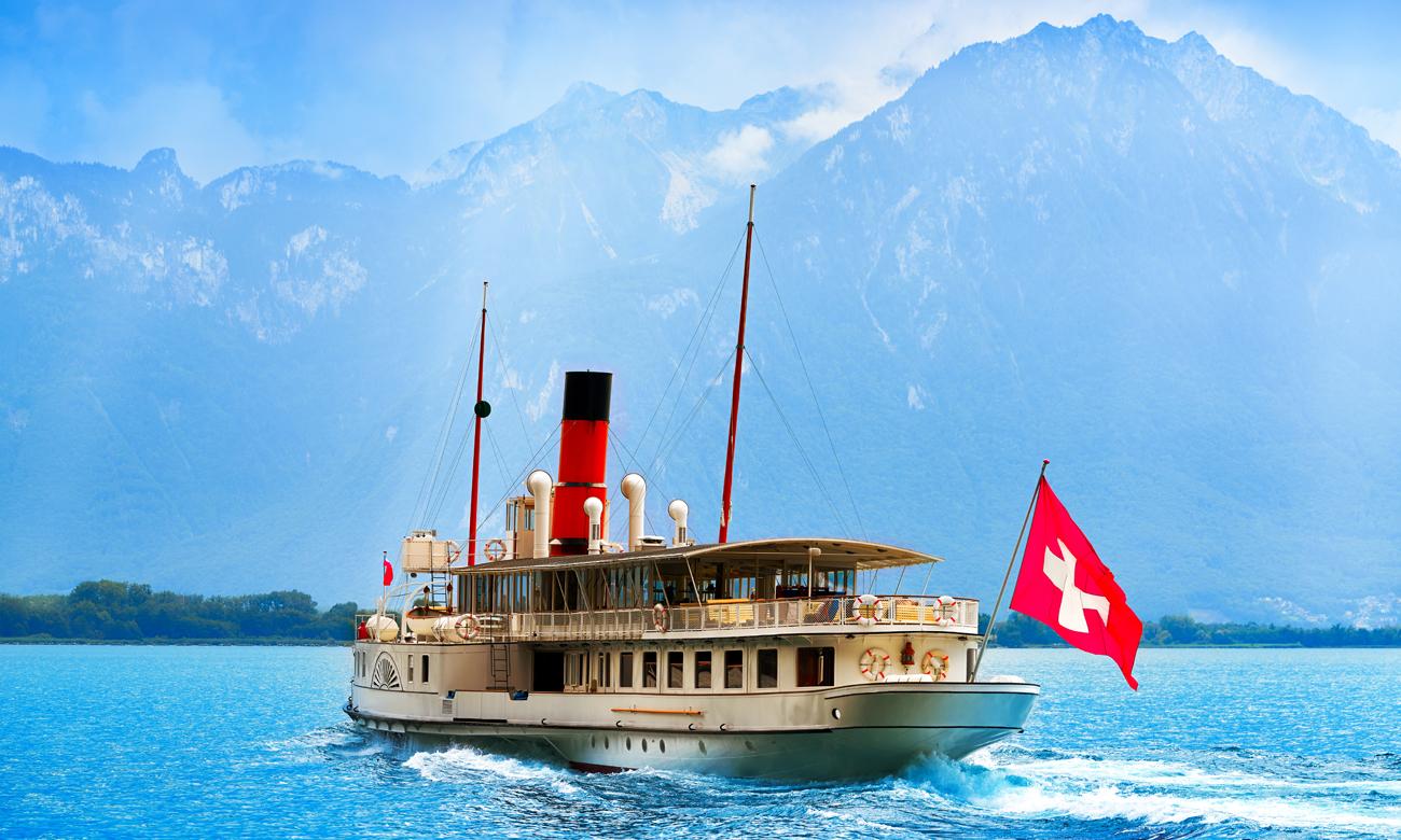 Statek na jeziorze