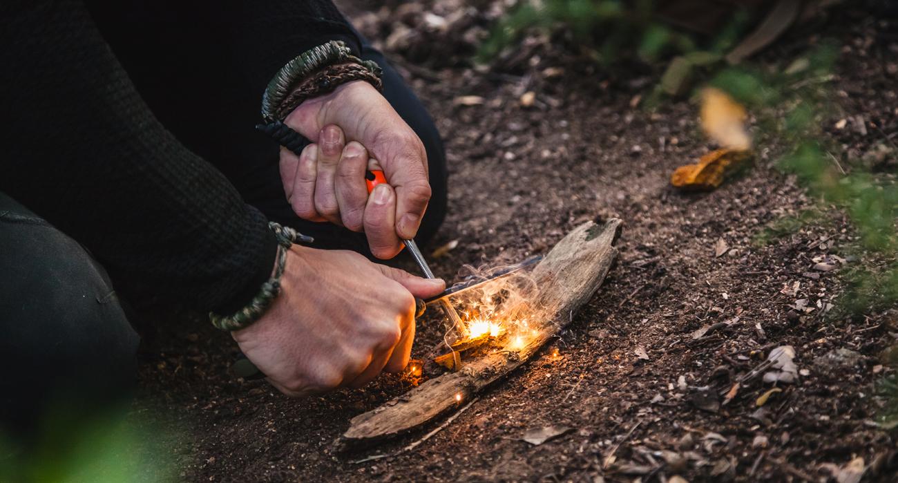 Krzesanie iskier i rozpalanie ogniska